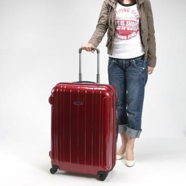 Фото Красный пластиковый чемодан на молнии 00866