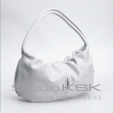 Белая сумка женская в форме мешка 2160
